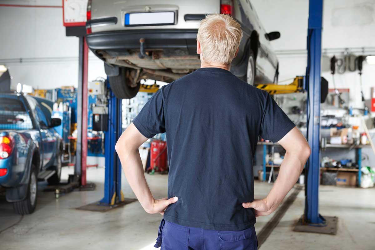 Dalbakk Bil i Kongsvinger reparerer de fleste typer bilskader. Alt fra riper og små bulker til større skader på karosseriet.